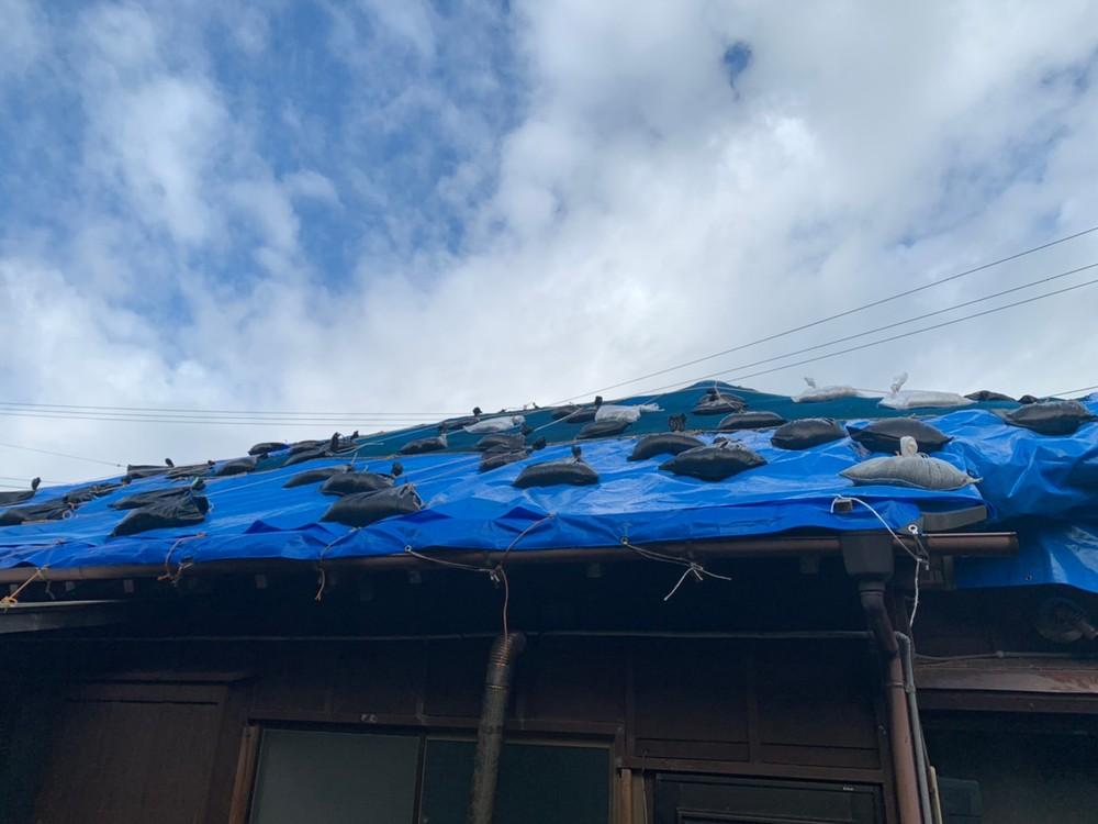 館山市にて屋根工事中です。