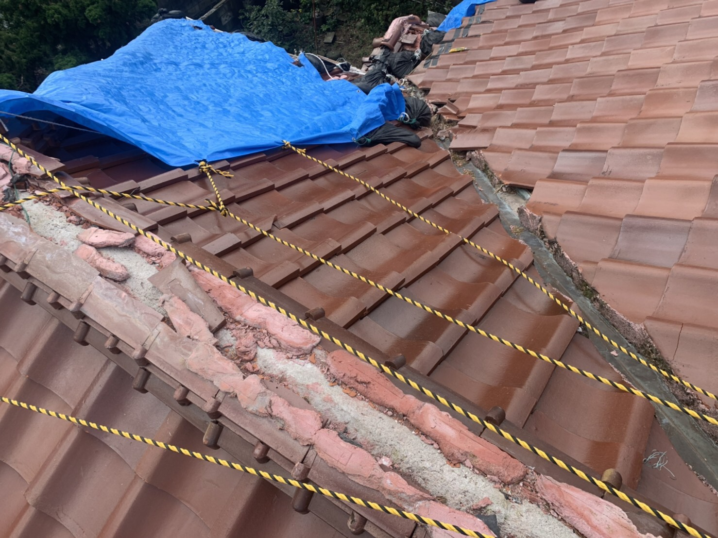 台風被害に遭われた瓦屋根、これから屋根工事していきます!